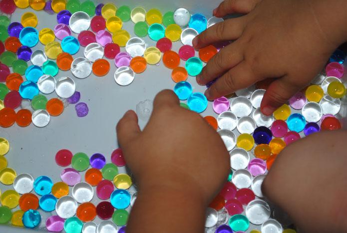 Resultado de imagen de manos niños pinza